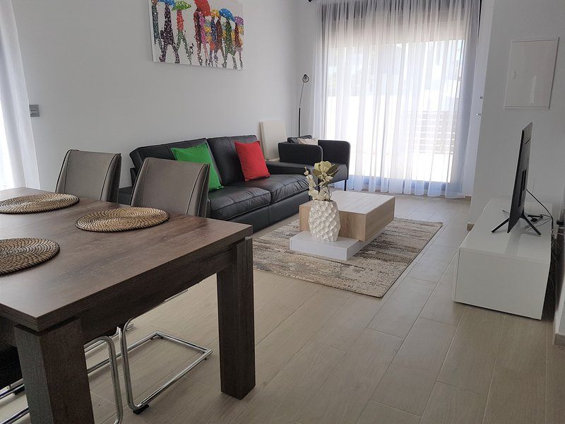 Luxury ground floor 3 bedroom apartment, vacation rental in Mil Palmeras