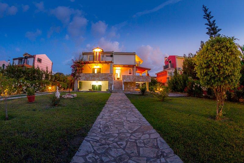 Giardino Villa - 3 bedroom detached house close to city centre – semesterbostad i Kalliteros