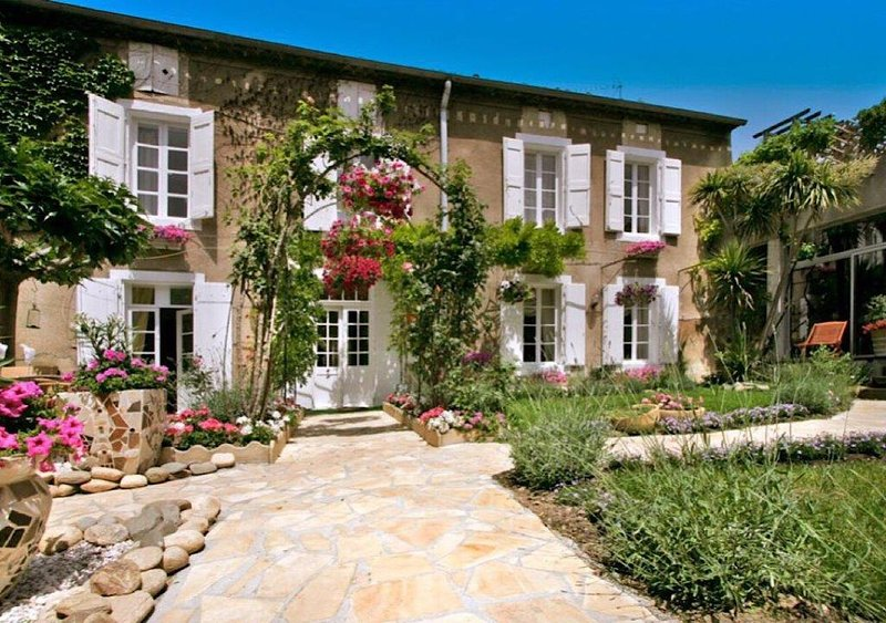 MAISONDELABOTTE  Elegant 19th century period house,with heated indoor pool., alquiler vacacional en Beaufort
