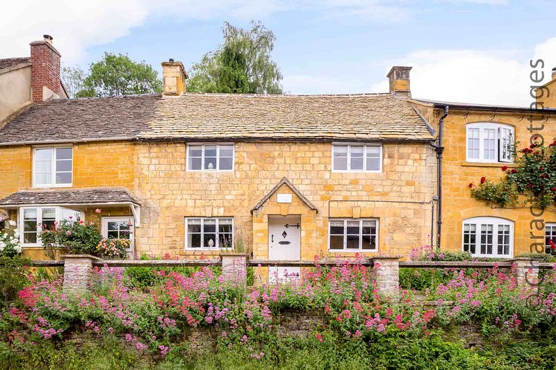 Red Lion Cottage is a stunning Cotswold stone cottage, dating back to c.1750, location de vacances à Blockley