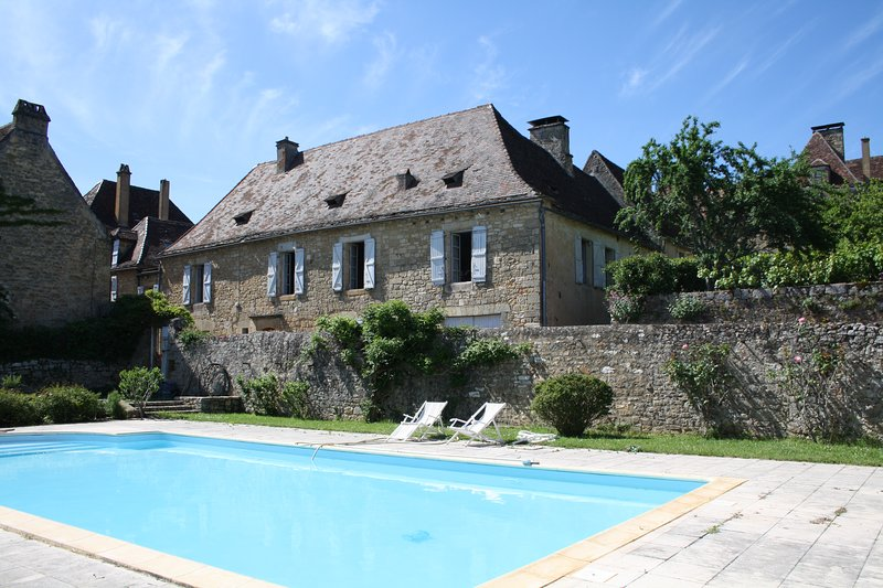 MAISON MOLENES - HISTORIC FAMILY HOUSE IN THE HEART OF DOMME WITH PRIVATE POOL, alquiler vacacional en Domme