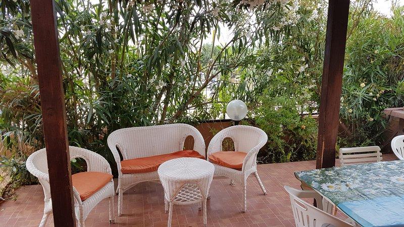APPARTAMENTO IN RESIDENCE CON PISCINA, holiday rental in Castelluzzo