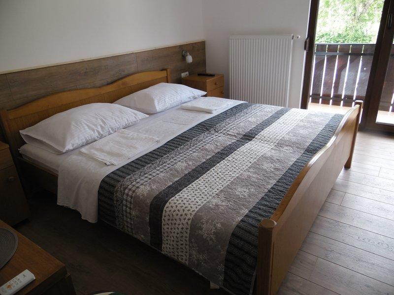 Family Bosnic - Double room 5 + balcony, alquiler de vacaciones en Jezerce