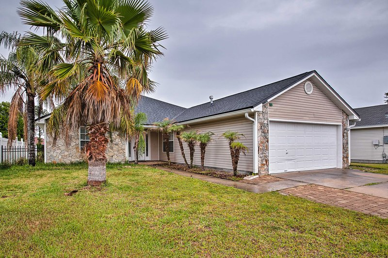 This quaint abode is 8 miles from the white-sand shoreline of Jacksonville Beach!