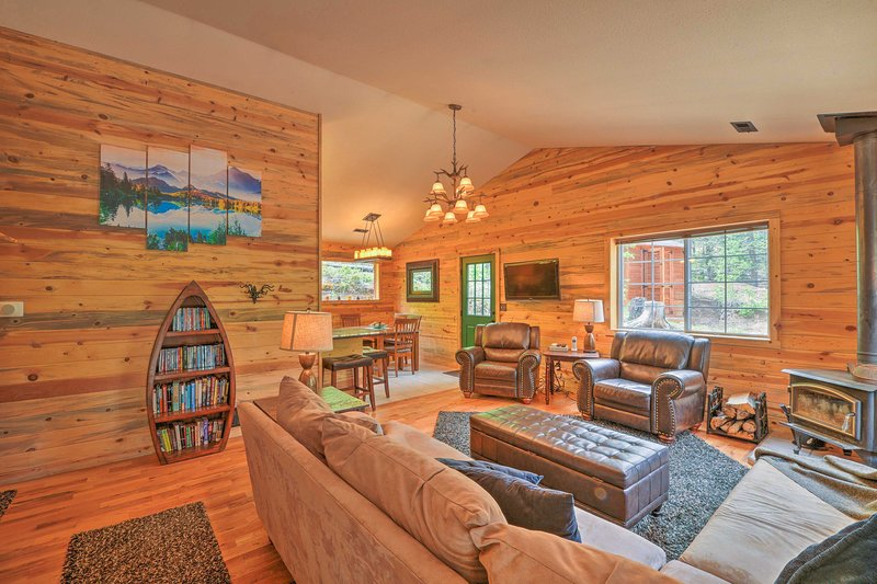 Serene Cabin on 3 Wooded Acres-20 Min to Fairplay, vacation rental in Hartsel