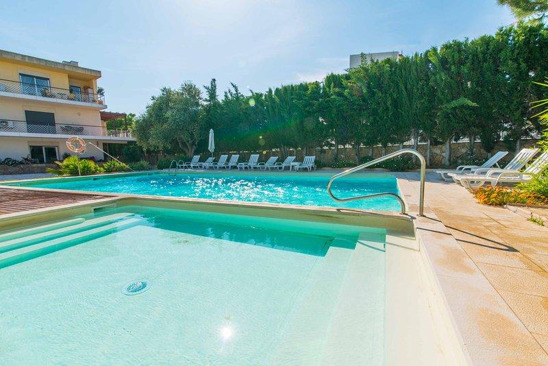 Apartment 2 Bedroom with pool view, casa vacanza a Santa Luzia