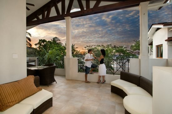 Penthouse 3 Bedroom Condo directly on the beach! SYM 3A, holiday rental in Playa Panama