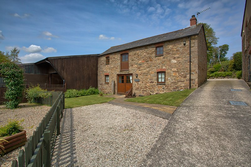 Honeysuckle, holiday rental in Withiel