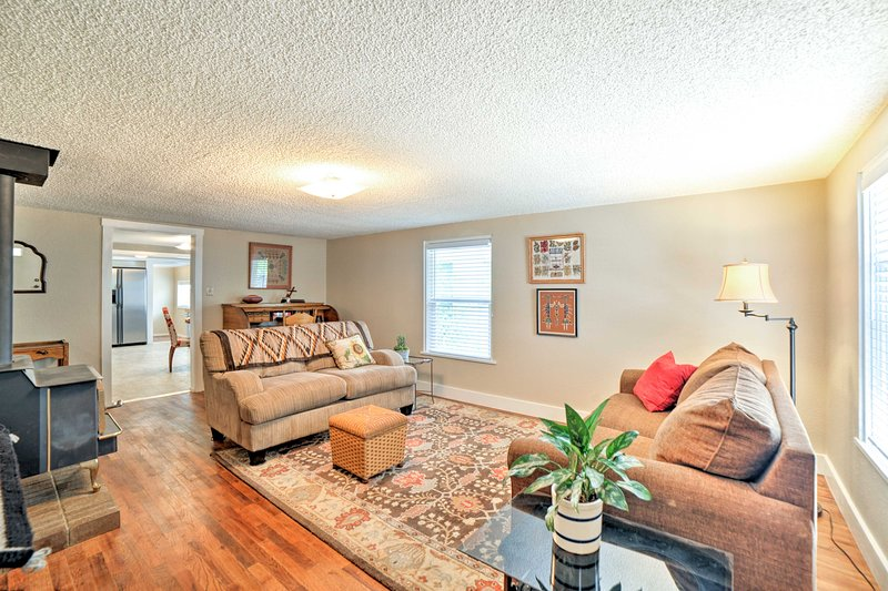 You'll feel at home in this beautifully decorated family-friendly space for 8.