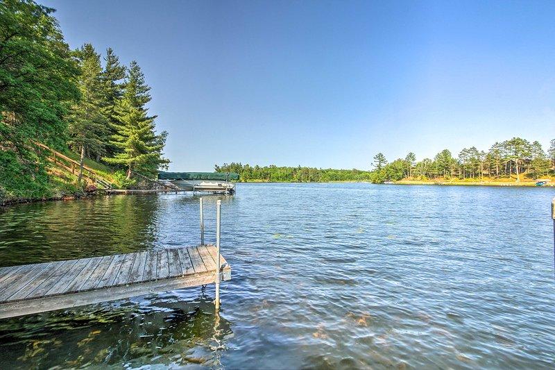 Este retiro à beira do lago é um sonho absoluto!