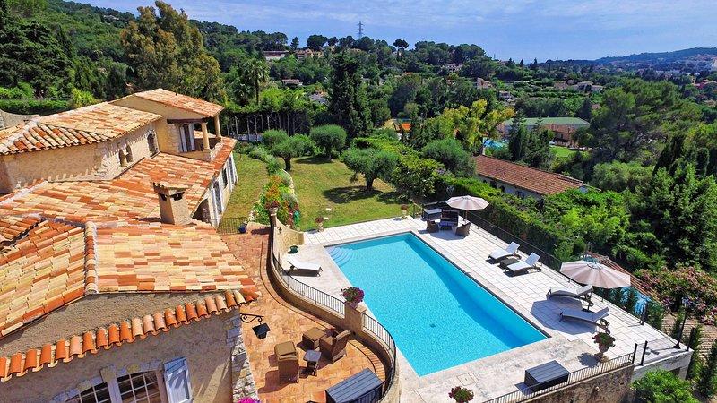 L'ORANGERAIE VI2077 by RIVIERA HOLIDAY HOMES, vacation rental in Mougins