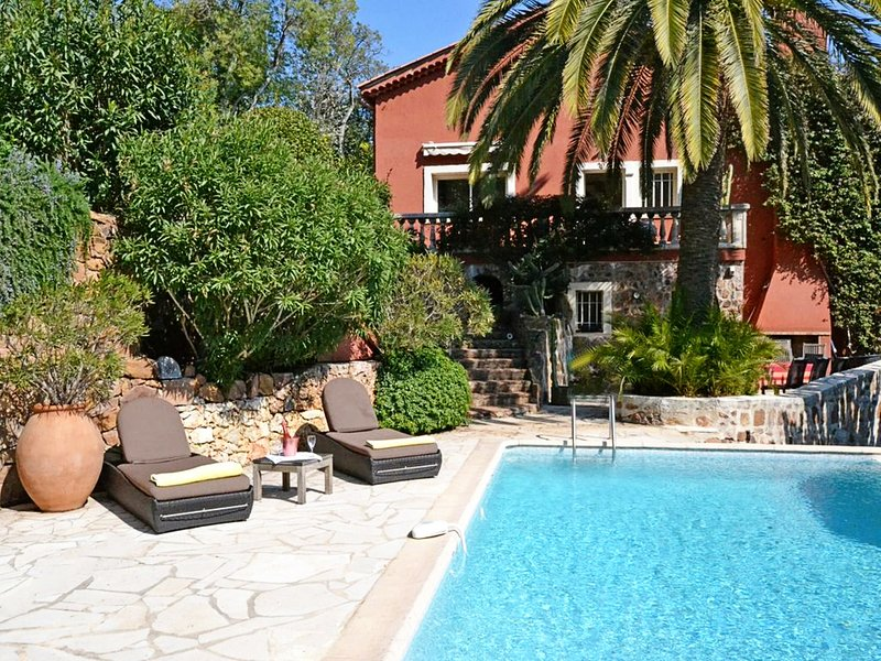 VILLA OURS THEOULE VI4092 by RIVIERA HOLIDAY HOMES, casa vacanza a Le Trayas