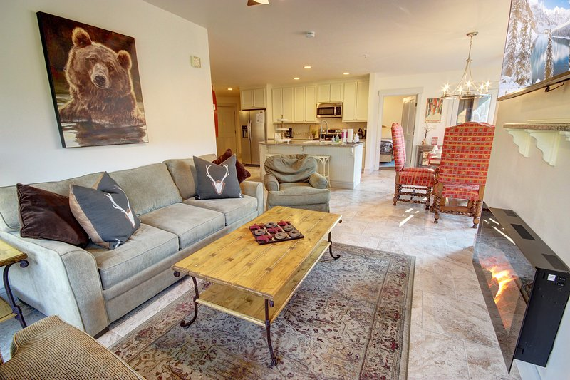 Welcome to this two bedroom condo in the Springs.