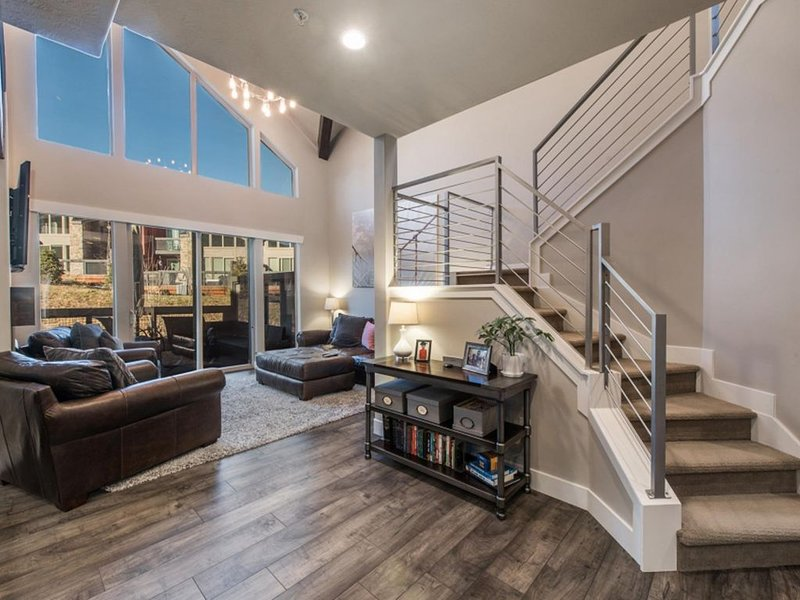 Stunning Park City townhouse close to everything, private hot tub, bus route, casa vacanza a Coalville