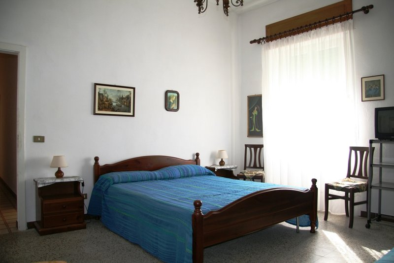 double bedroom with third bed