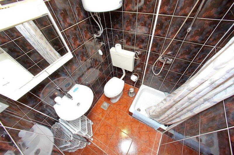 SA2 (3 + 1): baño con inodoro.