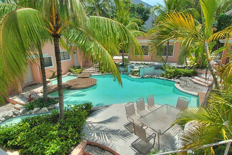 Special 2 Bedroom Paradise Island Condo (5 Minutes from Atlantis Resort and Cabbage Beach!!!)
