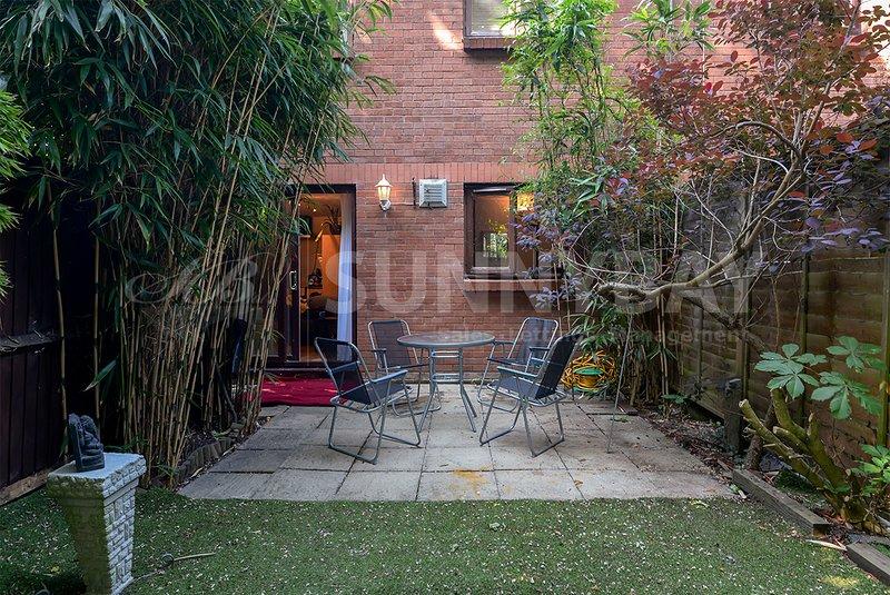 SunnyBay - One Bedroom Garden Flat With All Bills Inclusive, alquiler vacacional en Merton