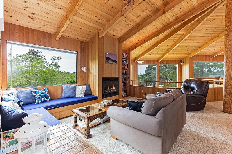 Seaclusion - Ocean View Living Room