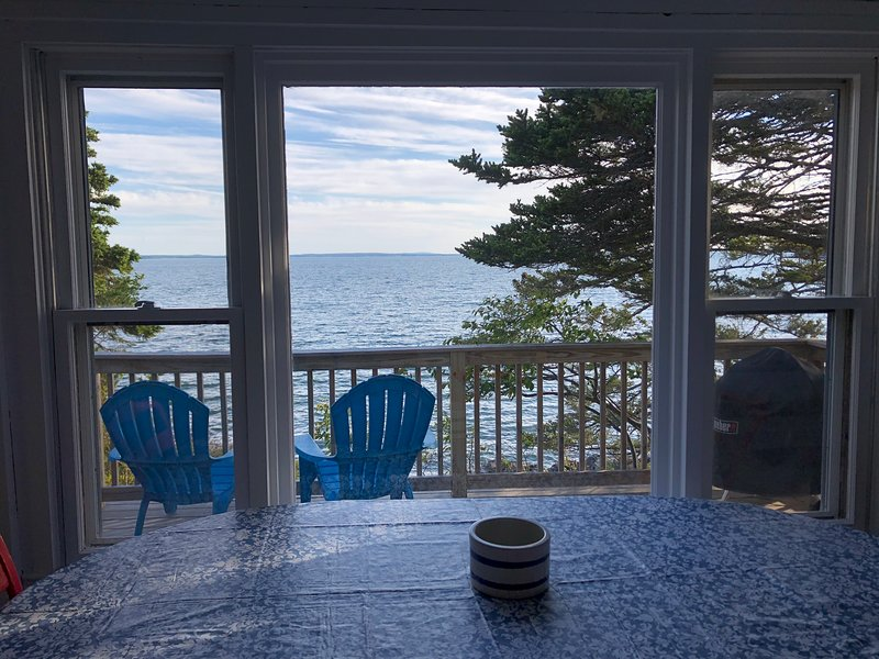 Quintessential Rustic Maine Oceanfront Cottage with Sunset Views, aluguéis de temporada em Swans Island