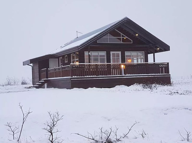 Golden Circle cabin w/hot tub #21, holiday rental in Solheimar