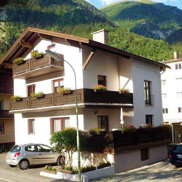 Haus Marina Apartment Alpenrose für 6 Personen und Gratis Eintritt Alpentherme, holiday rental in Dorfgastein