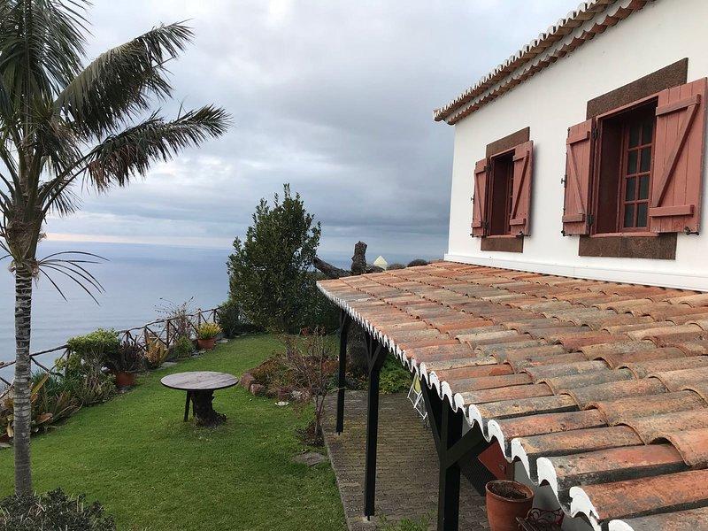 Amazing house with sea view & Wifi, vacation rental in Faja da Ovelha