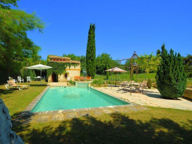 Amazing house with swimming-pool, location de vacances à Villelaure