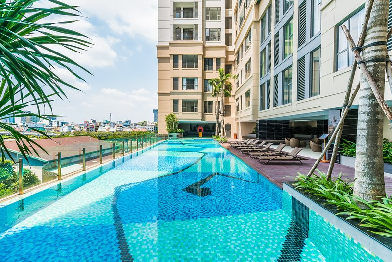 Luxury 4-star apt near Ben Thanh pool + gym, holiday rental in Ho Chi Minh City