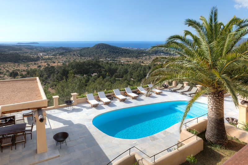 Spectacular views 6 bedroom 6 bathroom on the hills just outside St Agustin, holiday rental in San Agustin