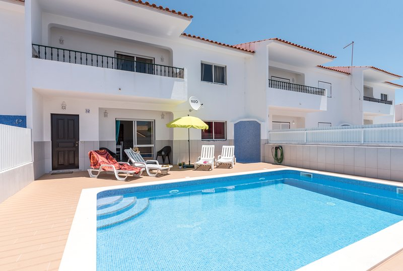 Villa Mar V4 with private pool, holiday rental in Sesmarias