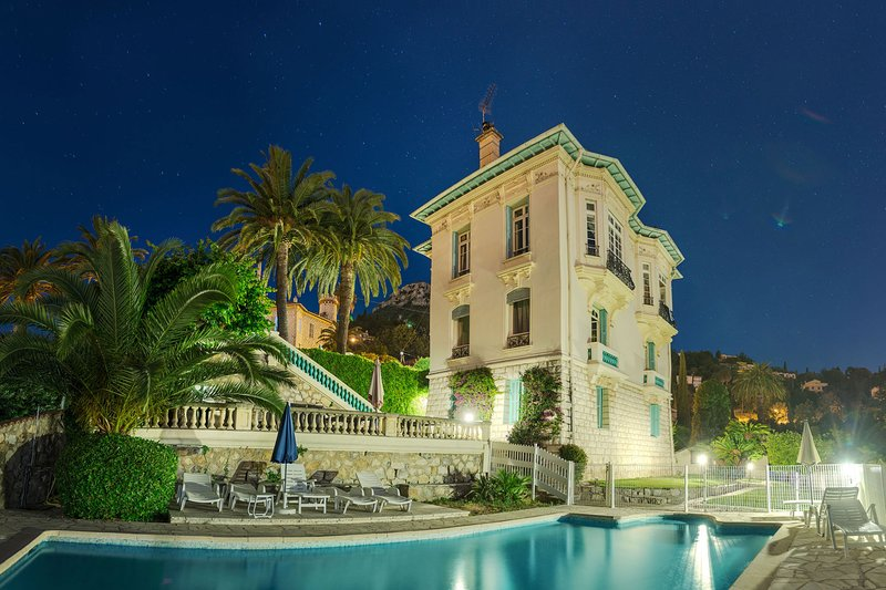 Main House Villa Lorraine. Your guesthouse L'Olivier is ready with pool in the palm garden for you.