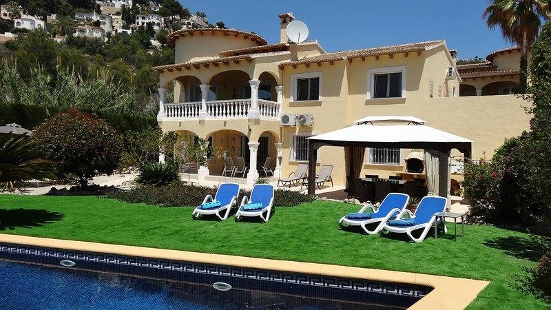 Spacious villa with pool, air con, wifi, mini gym, table tennis, pool table.