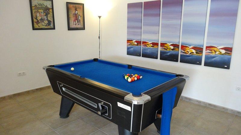 Luxury villa, Moraira, Private pool, air con, wifi, Pool table, Table tennis., aluguéis de temporada em Teulada