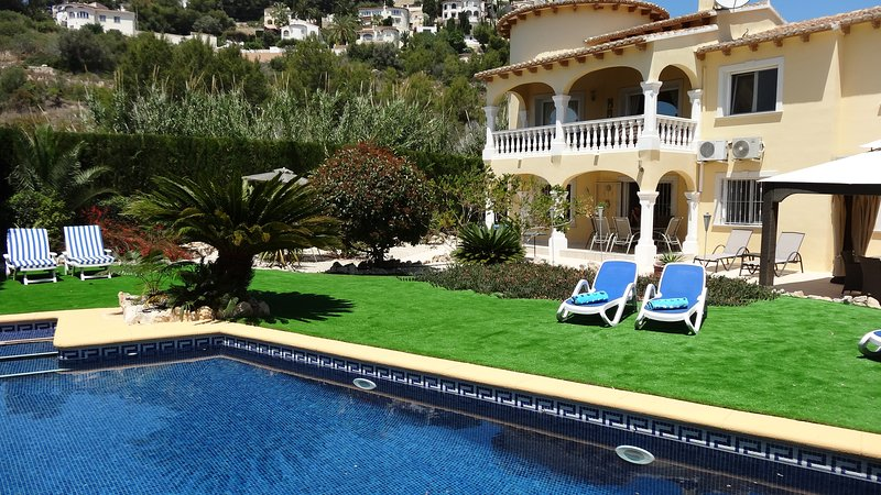 Lovely villa with pool and artificial grass, great for the little ones.