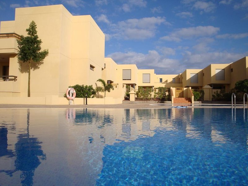 Amazing house with shared pool, holiday rental in Los Abrigos