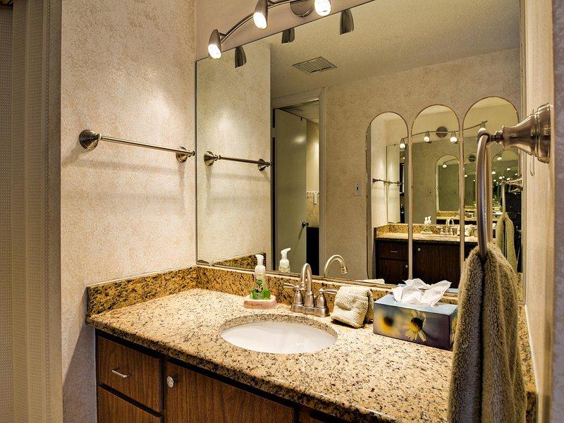 separada de tocador en el baño principal