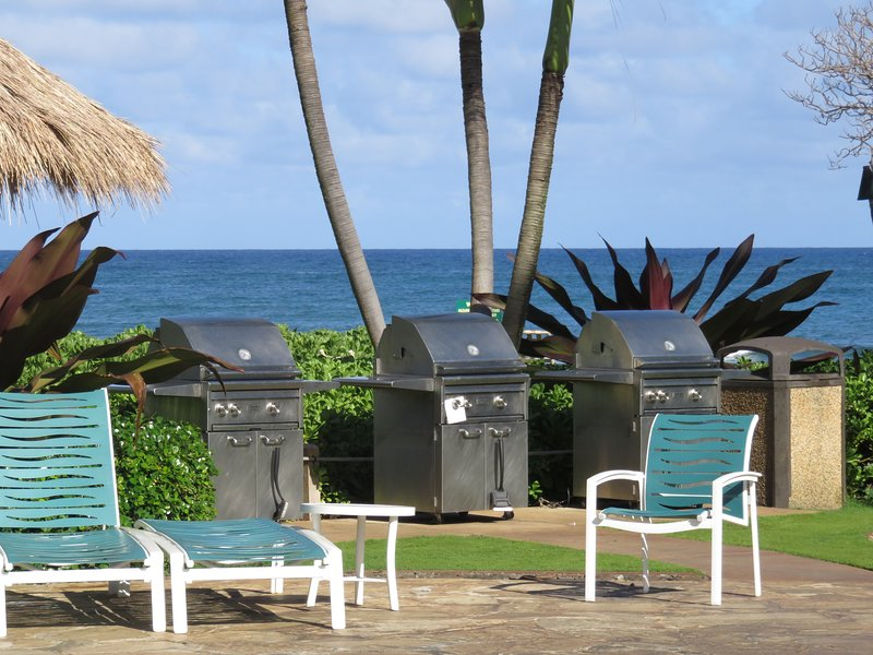 3 BBQs at poolside overlooking the Pacific!