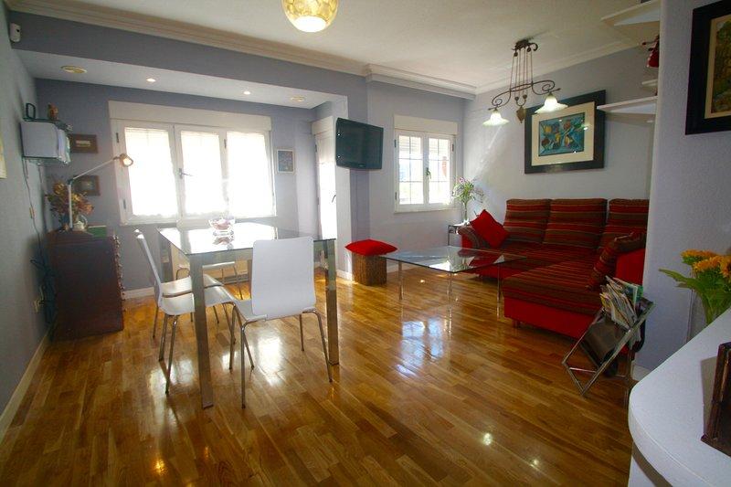 Acogedor Apartamento 2 dormitorios Parque Picasso, holiday rental in Valdemierque