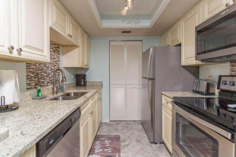 bc105-kitchen.jpg