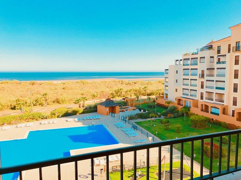 My Sunny Apt - Los Pelícanos, 2 dormitorios, frontal al mar - Ref.411, holiday rental in Isla Canela