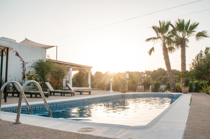 Amazing villa with swimming-pool, holiday rental in Cala Comte