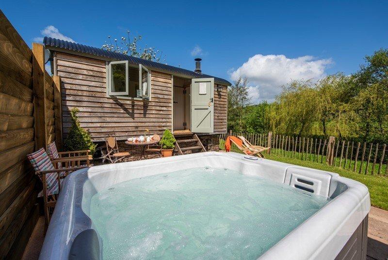 Cherry Blossom with Private luxury Hot Tub, location de vacances à Kenton