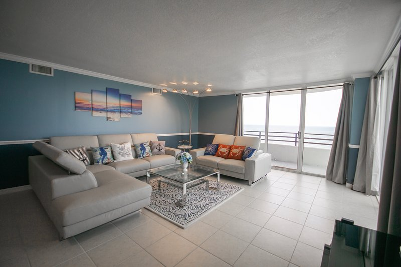 Amazing 2 Story Oceanfront Penthouse Condo, holiday rental in Daytona Beach