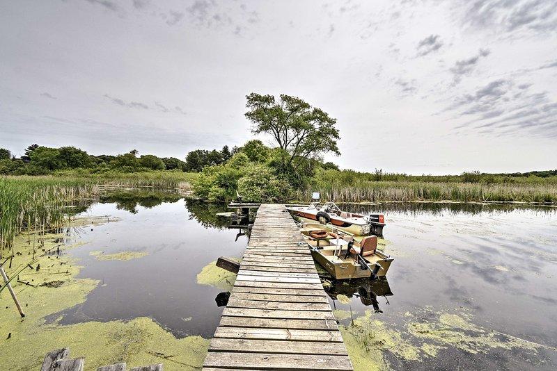 Tranquil Cabin w/ Fire Pit - Fisherman's Paradise!, alquiler vacacional en Pardeeville