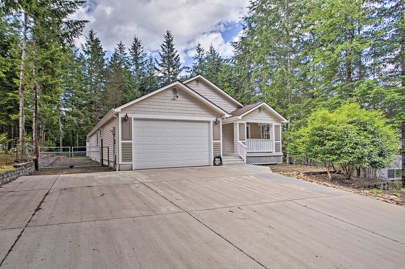 Plenty of outdoor recreation surrounds this Hoodsport home.