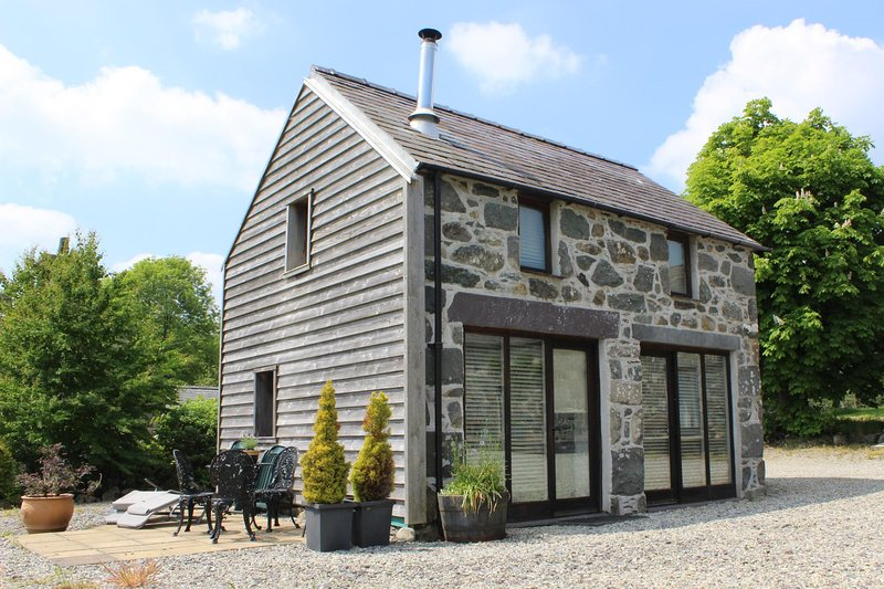 Coach House, Tyddyn y Felin, holiday rental in Dolbenmaen