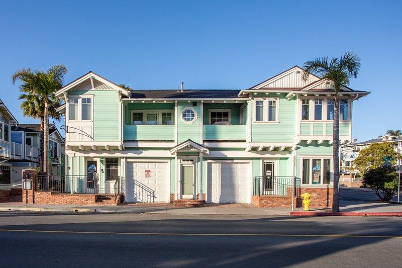 2 Garagenplätze in dieser zweiten Geschichte Ferienwohnung in Strandnähe in Avila Beach, CA zur Verfügung gestellt