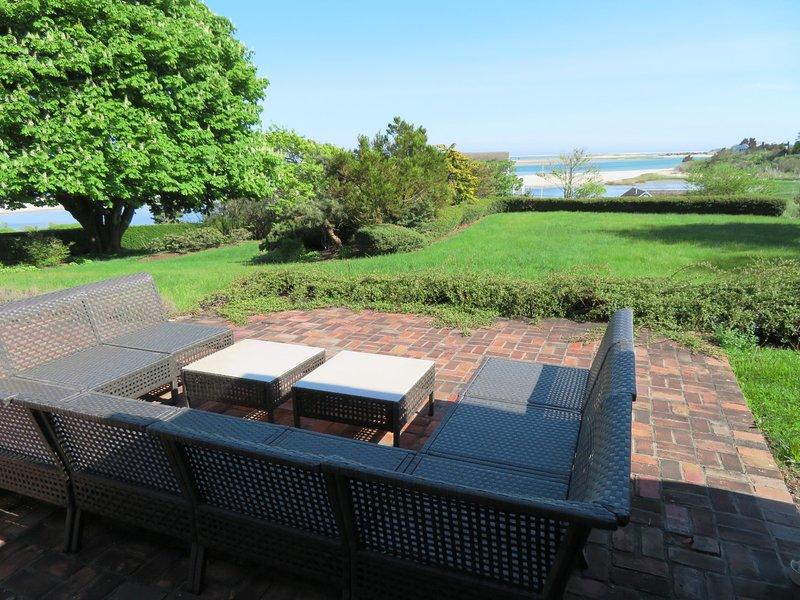 Bekväma sittplatser för att njuta av utsikten på uteplatsen 117 Old Wharf Road Chatham Cape Cod - New England Vacation Rentals