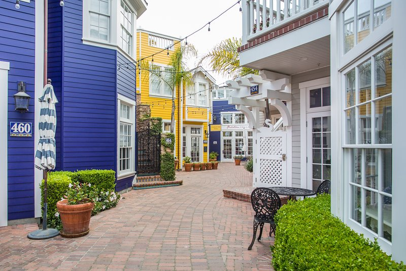 Take a stroll down the Landing Passage off Front St. to arrive at our lovely 2br condo on 1st St.